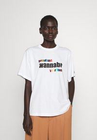 Victoria Victoria Beckham - PROUD & WANNABE YOUR LOVER - Print T-shirt - white - 0
