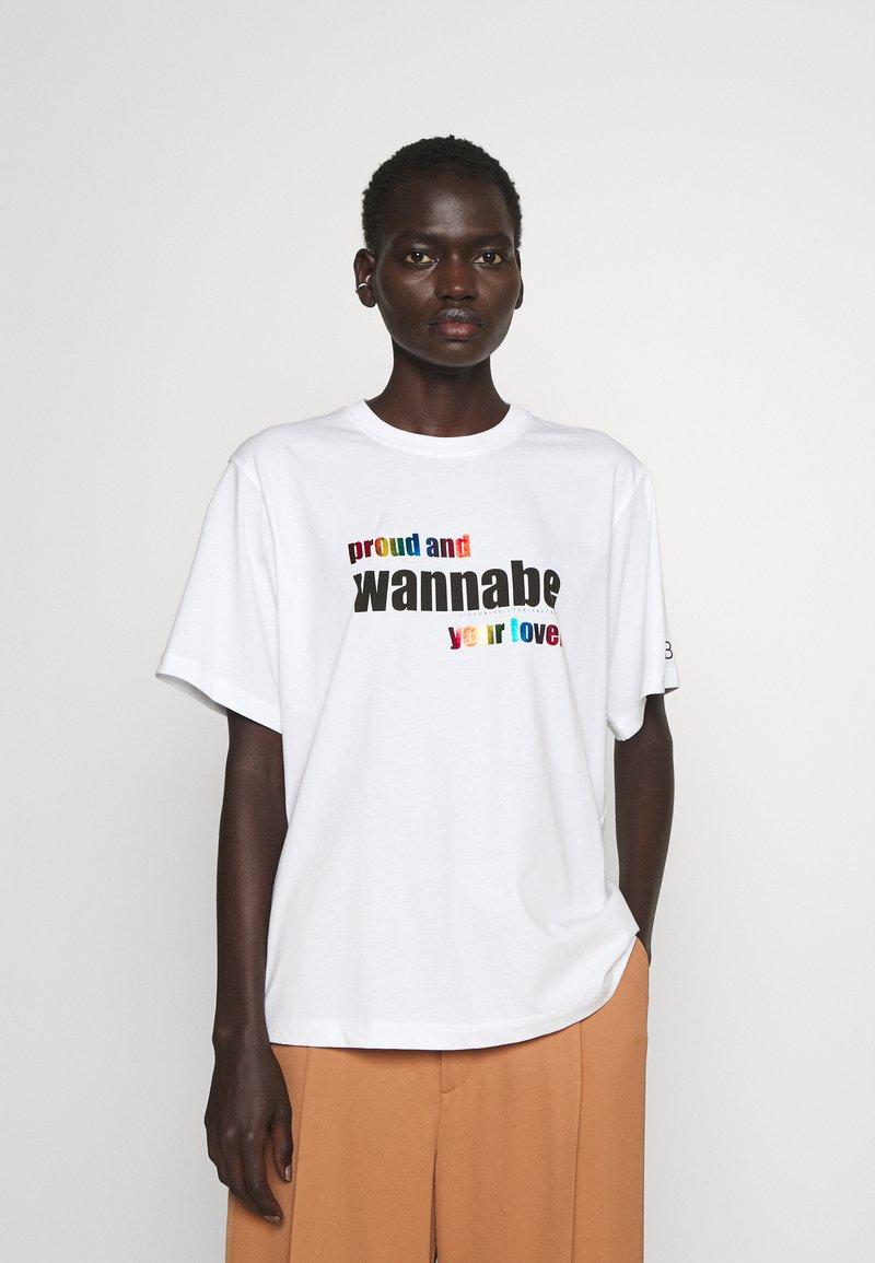 Victoria Victoria Beckham - PROUD & WANNABE YOUR LOVER - Print T-shirt - white