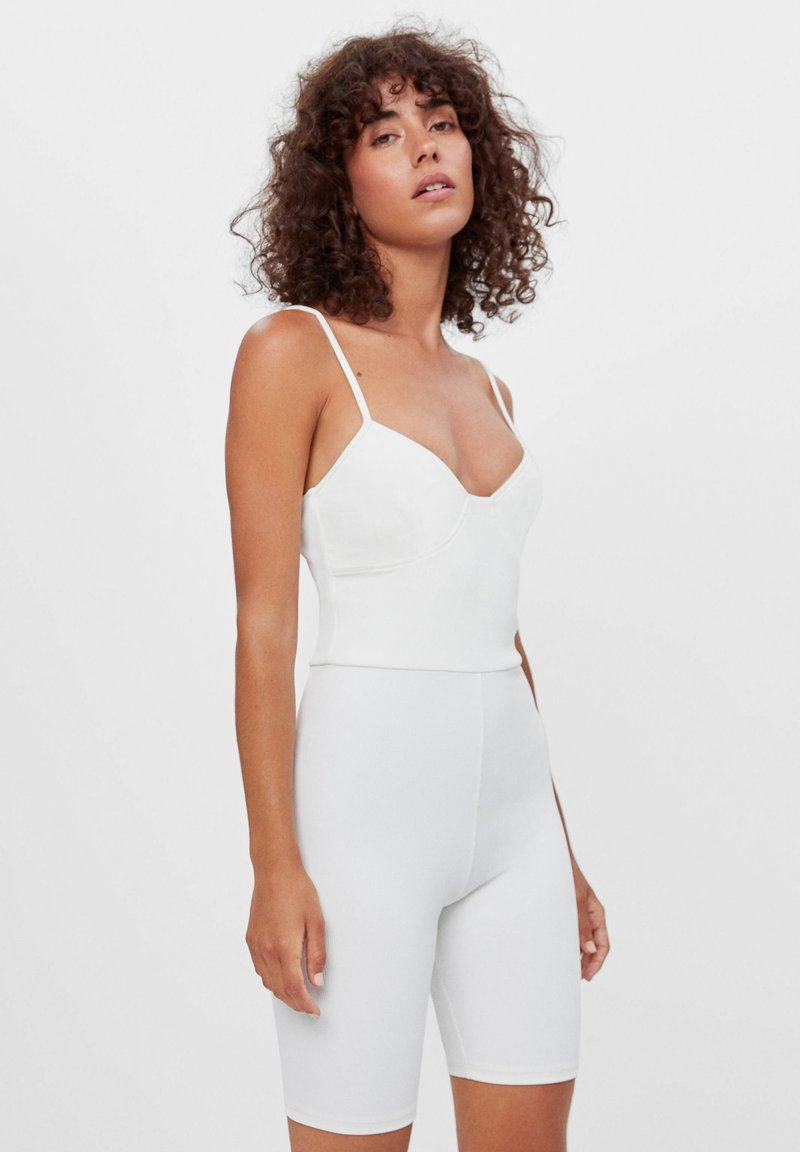 Bershka - CORSAGE-JUMPSUIT MIT RADLERHOSE 08184326 - Jumpsuit - white