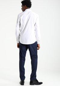 Esprit Collection - SLIM FIT - Chemise classique - white - 2