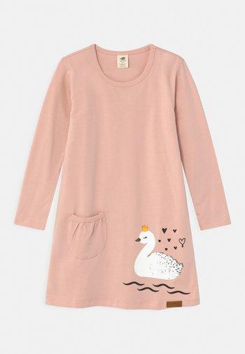 PRINCESS SWAN - Žerzejové šaty - pink