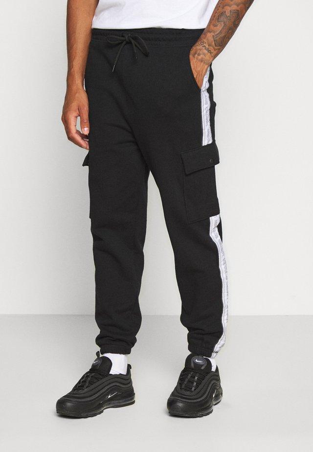 BRANDED MENNACE LIMITED SIDE TAPE  - Pantalon de survêtement - black