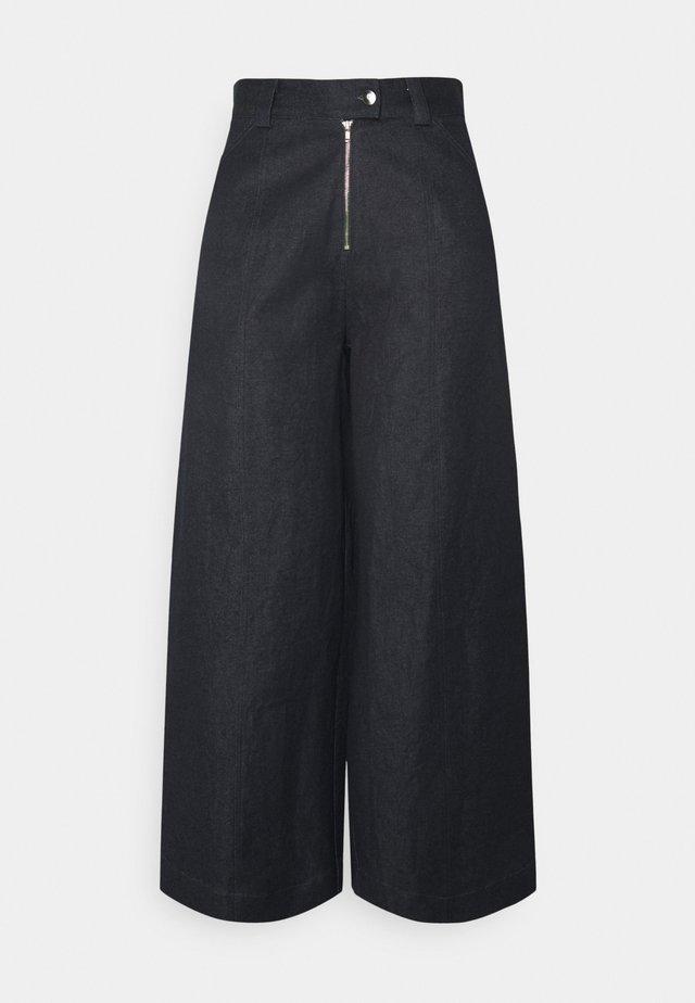 TYLER PANTS - Jeans a zampa - blue