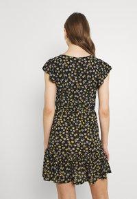 JDY - JDYGITTE SVAN CAPSLEEVE DRESS - Robe d'été - black /yellow - 2