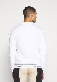 Calvin Klein - LOGO WAISTBAND - Mikina - white - 2