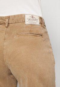 Herrlicher - LOVELY POWERSTRETCH - Shorts - light almond - 6