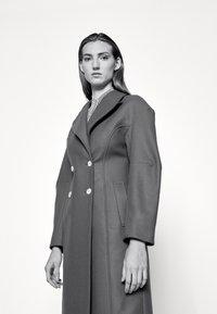 AKNVAS - MONA - Classic coat - rust - 5