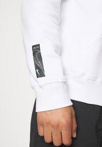 Nike Sportswear - ZIGZAG HOODIE - Sweatshirt - white - 6