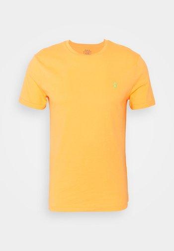 CUSTOM SLIM FIT CREWNECK - Basic T-shirt - classic peach