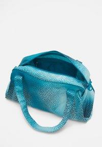 Nike Performance - GYM CLUB BAG - Sportovní taška - cyber teal/white - 3