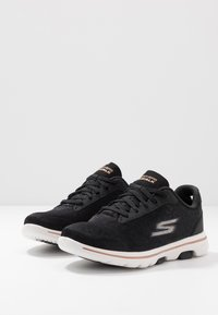 Skechers Performance - GO WALK 5 - Sportieve wandelschoenen - black/gold - 2