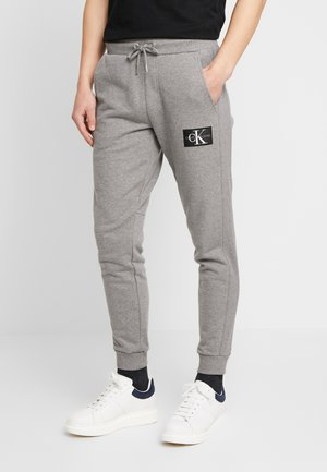 MONOGRAM PATCH PANT - Jogginghose - grey heather
