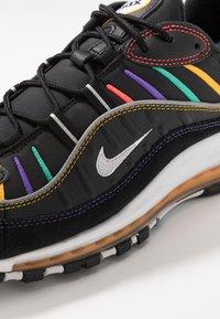 Nike Sportswear - AIR MAX 98 PRM - Zapatillas - black/flash crimson/kinetic green/psychic purple/university  gold/white - 9