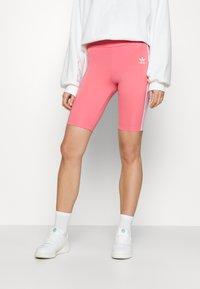 adidas Originals - SHORT TIGHTS - Kraťasy - hazy rose - 0