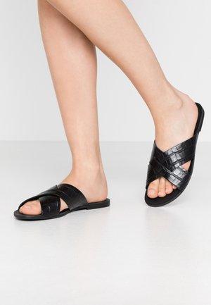 TIA - Pantofle - black