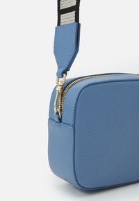 Coccinelle - TEBE - Across body bag - pacific blue - 2