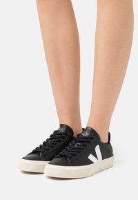 Veja - CAMPO - Sneakersy niskie - black/white - 0