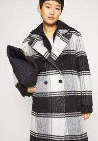 AllSaints - LOTTIE CHECK COAT - Classic coat - black/white - 3