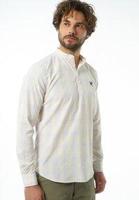 Auden Cavill - Formal shirt - hellgelb - 2