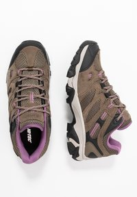 Hi-Tec - RAVUS VENT LOW WP WOMENS - Outdoorschoenen - smokey brown/taupe/very grape - 1