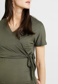 Dorothy Perkins Maternity - SHORT SLEEVE BALET WRAP - Camiseta estampada - khaki - 5