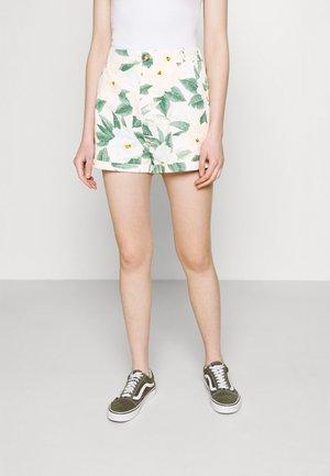 SUN BLEACHED - Shorts - clover