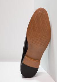 Zalando Essentials - Business loafers - black - 4
