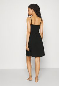 ONLY - ONLMAIKA STRAP NIGHTWEAR DRESS - Nattskjorte - black - 2