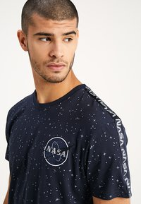 Alpha Industries - NASA TAPE - Camiseta estampada - blue - 4