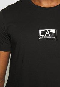 EA7 Emporio Armani - T-shirts print - black - 5