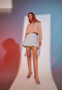 adidas Originals - SLOUCHY CREW - Sweatshirt - ash pearl - 1
