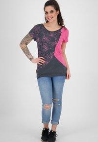 alife & kickin - ZOEAK - Print T-shirt - fuchsia - 1