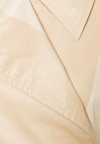 Marimekko - KANTAKULMA SEIREENI COAT - Trench - brown / beige - 2
