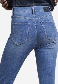 G-Star - G-STAR SHAPE HIGH SUPER SKINNY - Jeans Skinny Fit - medium aged - 5