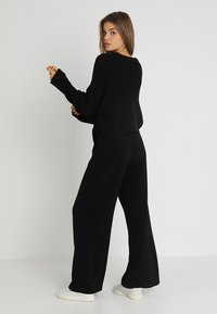 Even&Odd - BASIC- cropped jumper - Stickad tröja - black - 2