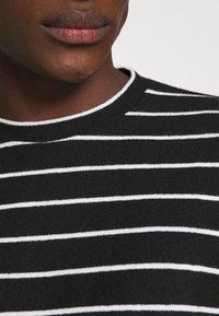 AllSaints - TOBIAS CREW - Strikpullover /Striktrøjer - black/white - 5