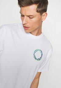 GAP - GRAPHIC  - Print T-shirt - optic white - 3