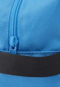 Reebok - TRAINING ESSENTIALS TOILETRY BAG - Wash bag - blue - 3