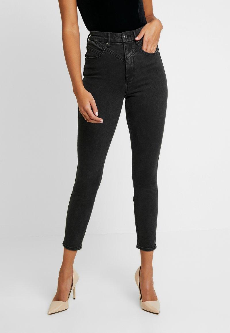 Good American - GOOD CURVE FRONT YOKE - Jeans Skinny - black