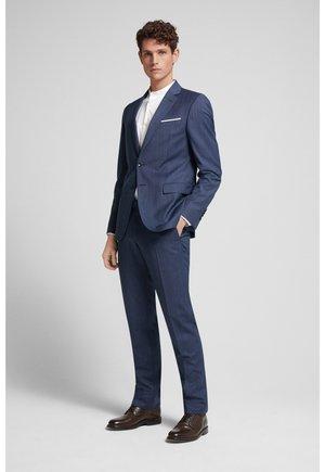 Suit - blau gemustert