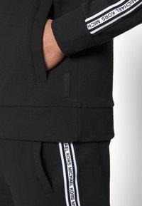 Michael Kors - BLOCKED LOGO HOODIE - Zip-up sweatshirt - black - 6