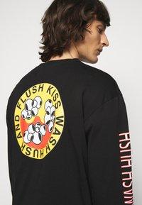 Henrik Vibskov - FLUSH KISS HUSH LONG TEE - T-shirt à manches longues - black - 3
