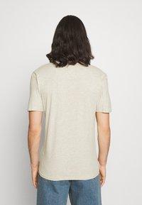Newport Bay Sailing Club - V NECK 3 PACK - Basic T-shirt - navy/grey marl/off white - 2