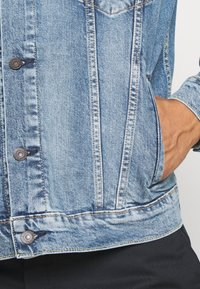 Levi's® - THE TRUCKER JACKET UNISEX - Giacca di jeans - triad trucker - 5