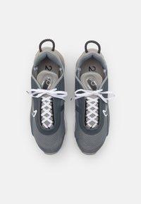 Nike Sportswear - AIR MAX 2090 UNISEX - Sneakers - medium grey/white/cool grey/black - 3