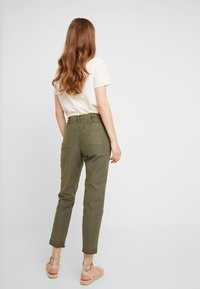 Abercrombie & Fitch - EMBROIDERY - Kalhoty - olive - 3