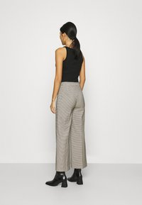 JUST FEMALE - KELLY TROUSERS - Bukse - taupe - 2