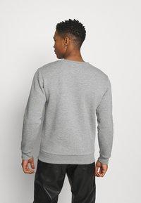 CLOSURE London - SNAKE LOGO CRENECK - Sweatshirt - grey - 2