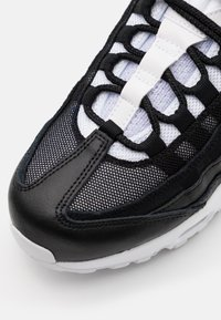 Nike Sportswear - AIR MAX 95 - Sneakers - black/white - 5