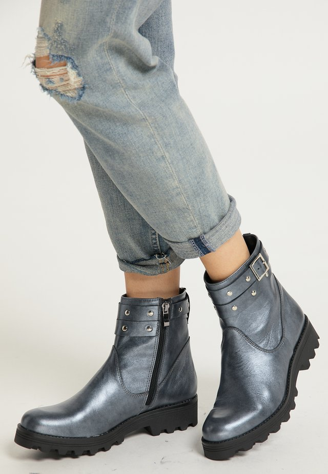 Lace-up ankle boots - silber